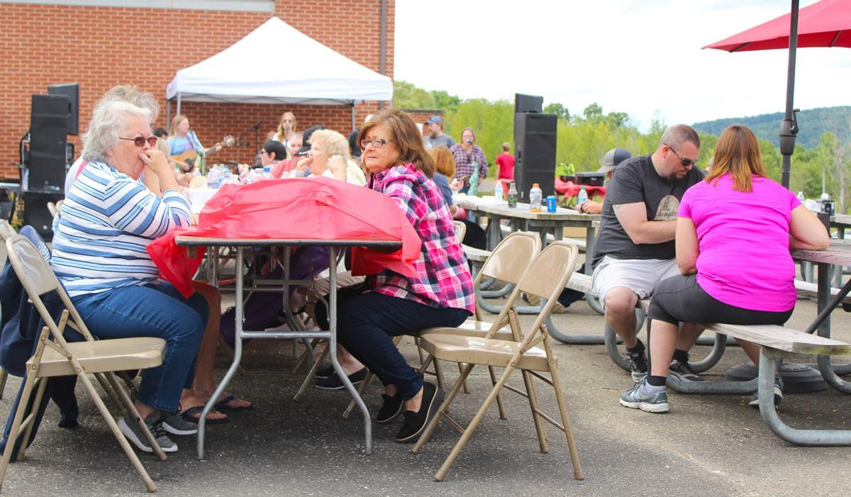 Guests enjoy hearty meal at benefit