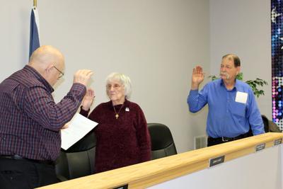 Mayor administers oath