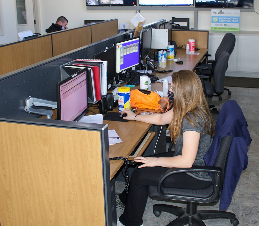 Call Center staff answers questions