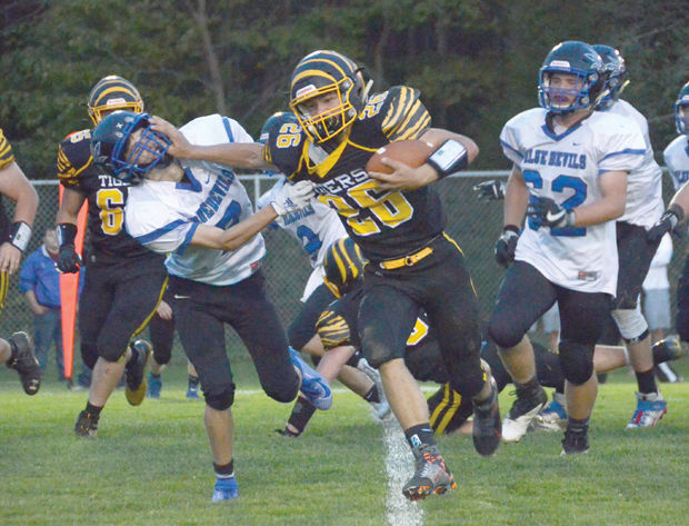 Maplewood routs Cambridge Springs, 41-0, in homecoming game