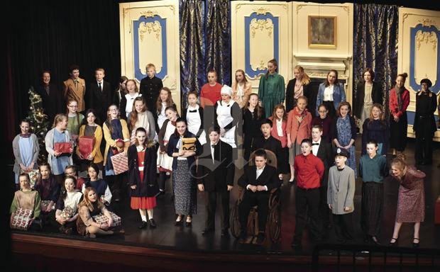 Full cast picture