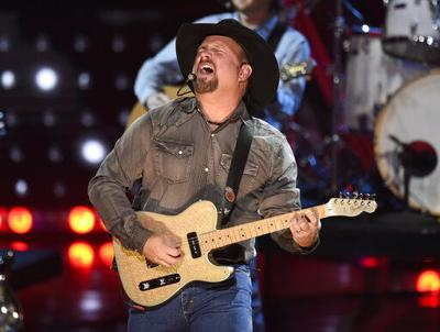 Garth Brooks concert to be played at 300 drive-in theaters