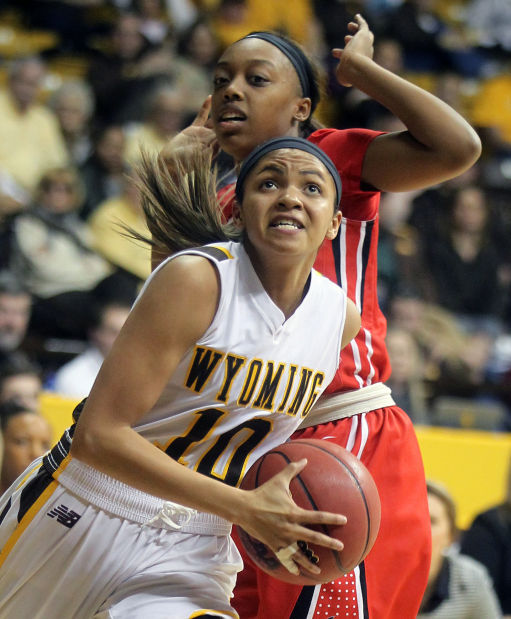 Late Run Propels UNLV Past The Wyoming Cowgirls, 58-55