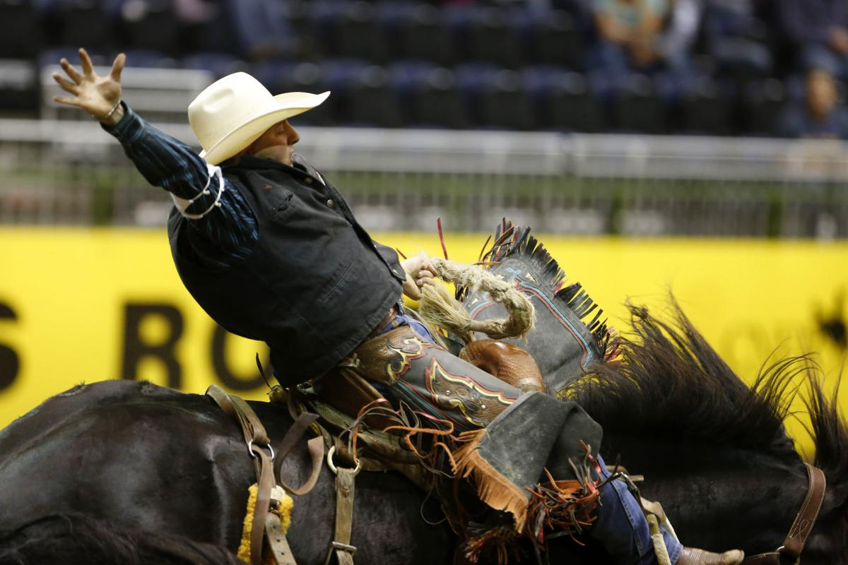 College National Finals Rodeo, Monday