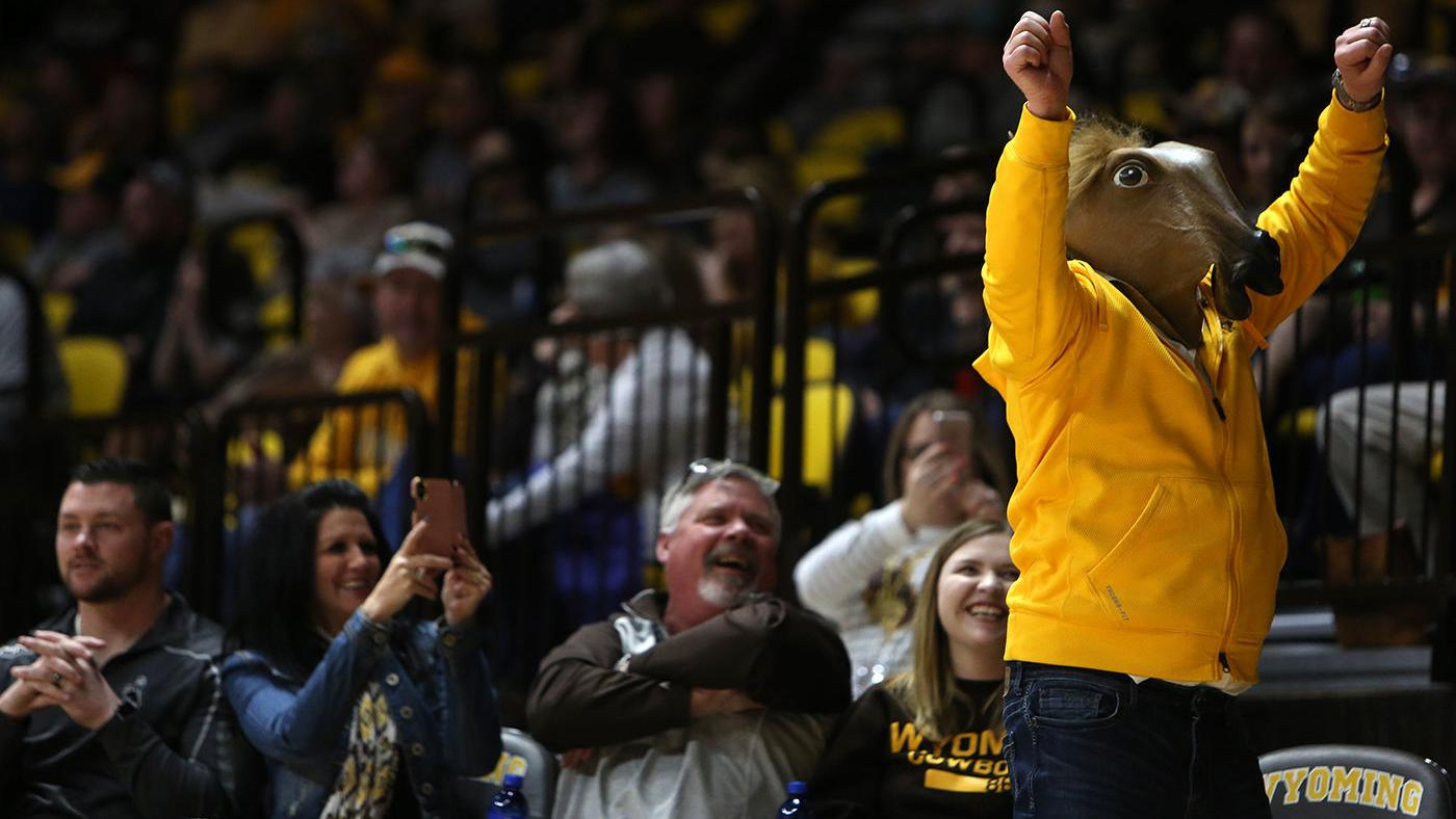 Wyoming basketball teams both caught up in tight conference races