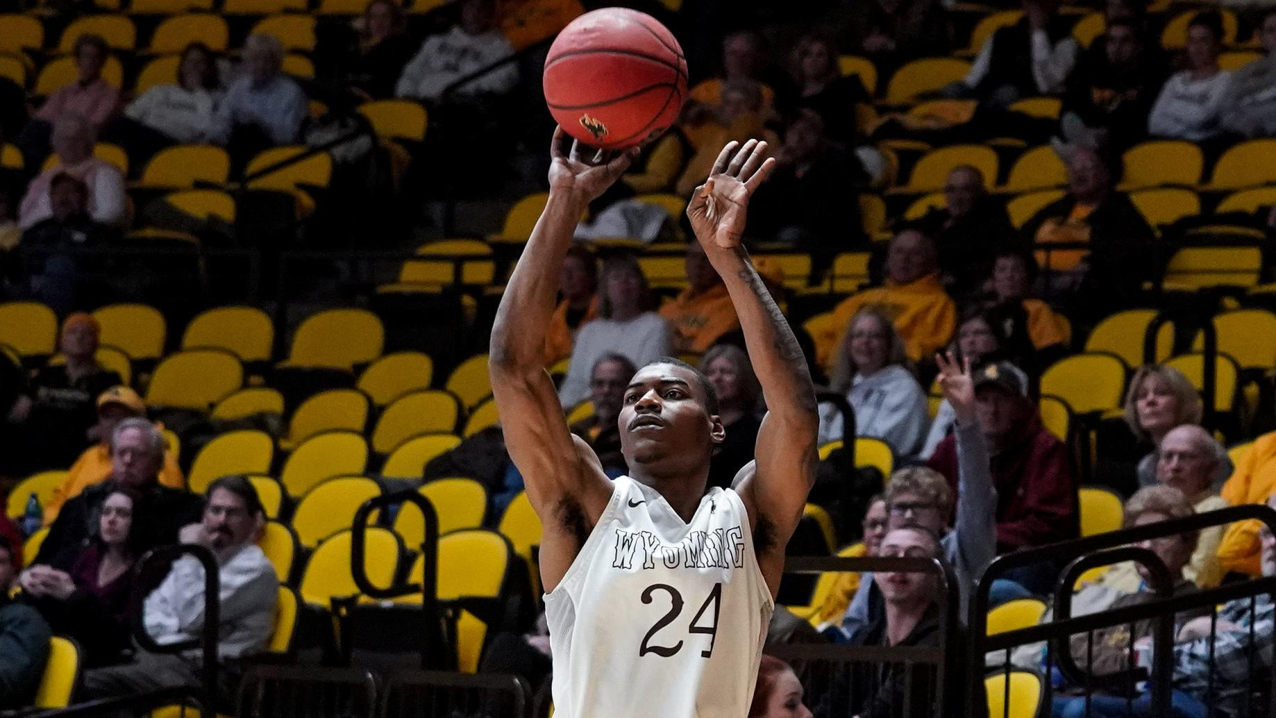 With Alan Herndon sick, Wyoming men's basketball runs thin inside in New Mexico loss