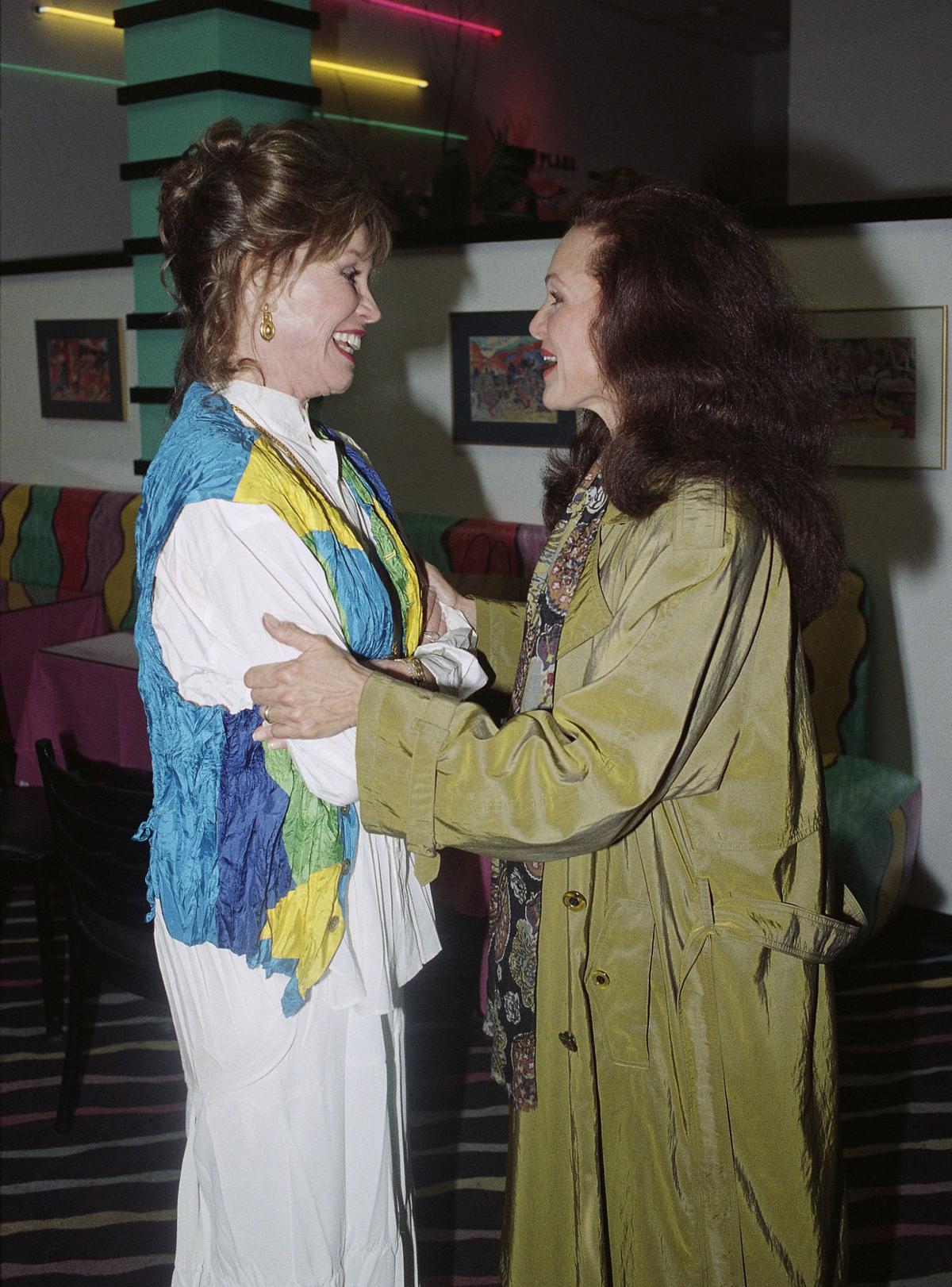 Valerie Harper, Emmy-winning star of TV's 'Rhoda,' dead at