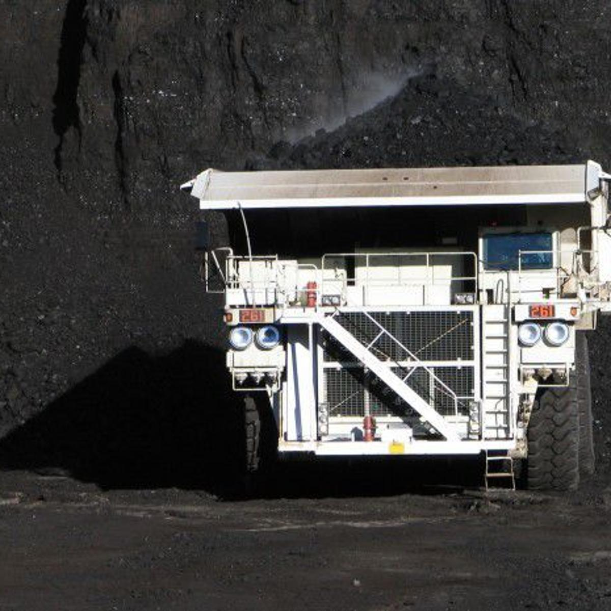 Wyoming coal firm to close Gillette office under market