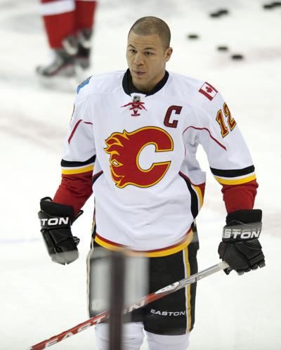 Calgary Flames right wing Jarome Iginla (12) warms up before a game against the Washington Capitals at the Verizon Center in Washington, D.C., on January 3, 2012.