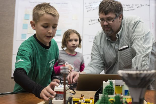 Summit Elementary Students Prepare For Lego Championship