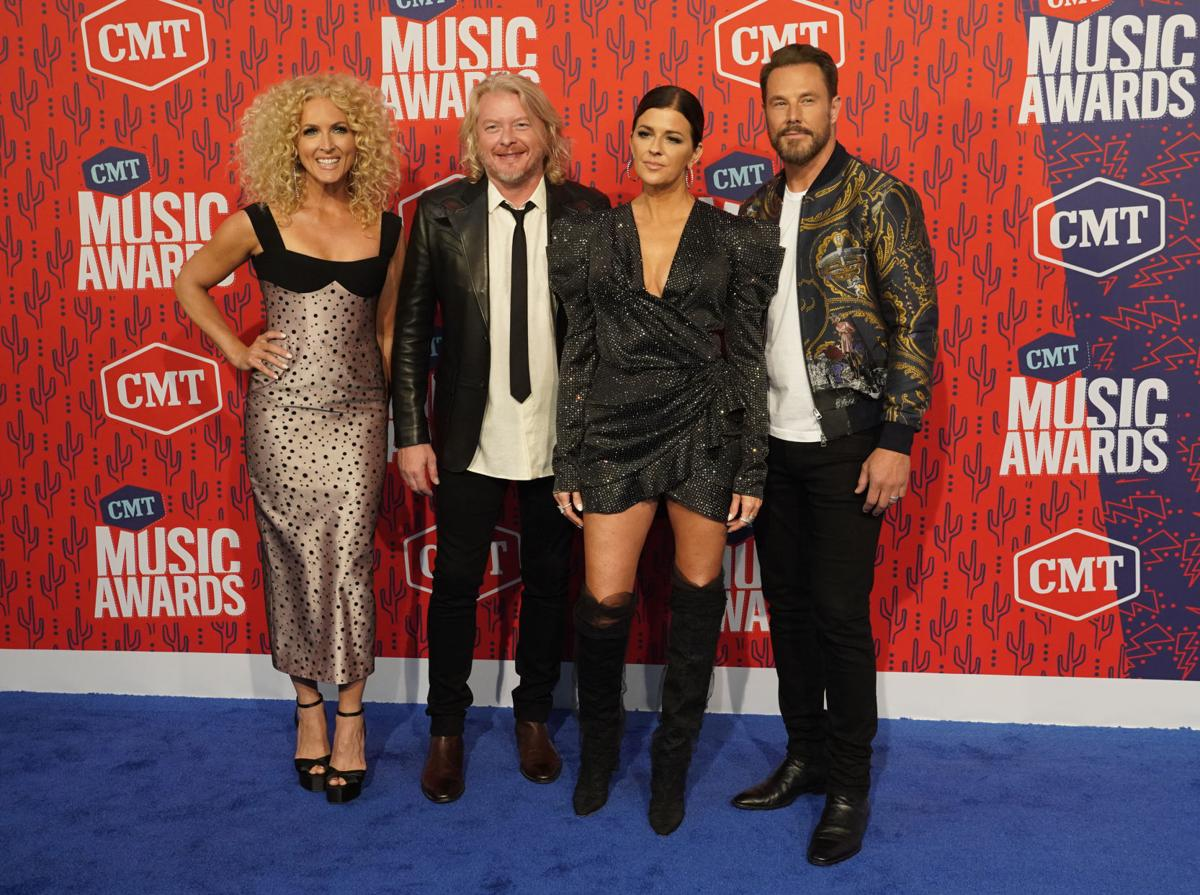 Photos Scenes From The Red Carpet At The Cmt Music Awards Music