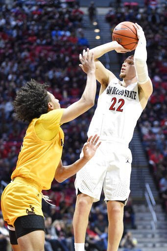 No. 4 SDSU beats Wyoming 72-55 to match Leonard's 20-0 start