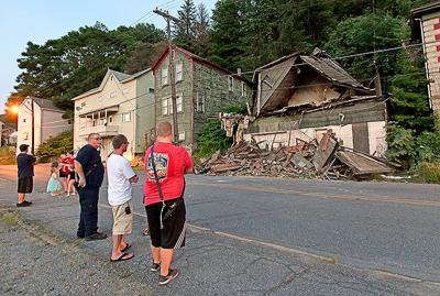 Franklin structure collapses