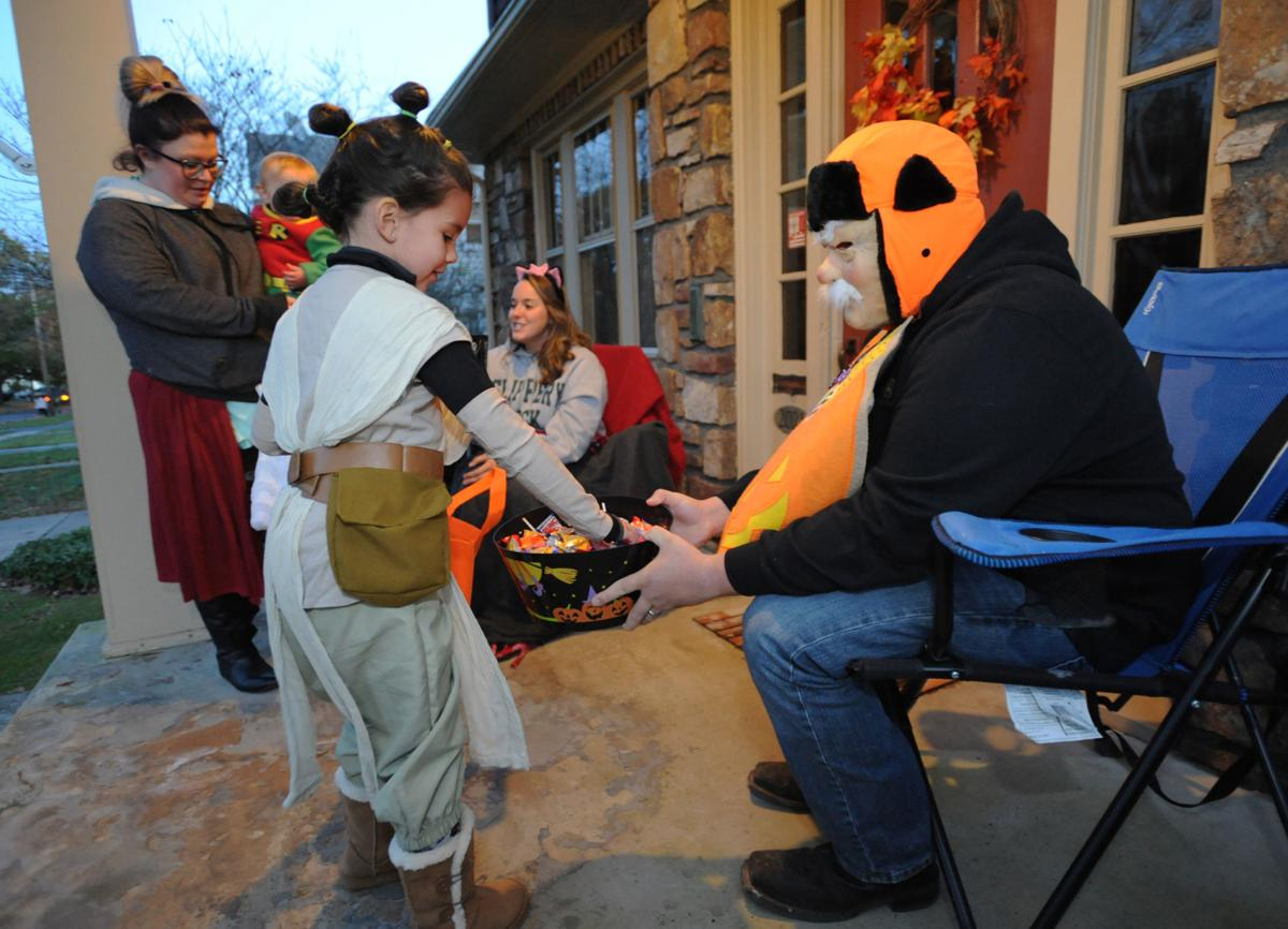 Photo Gallery Halloween Trick Or Treat Multimedia Tribdem Com