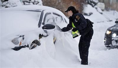 Blizzard-stricken East digs out amid forecast 2nd-guessing