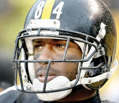 61124389254 Pittsburgh Steelers wide receiver Antonio Brown (84) stands on the  sidelines during the first half of an NFL football game against the  Cleveland Browns in ...