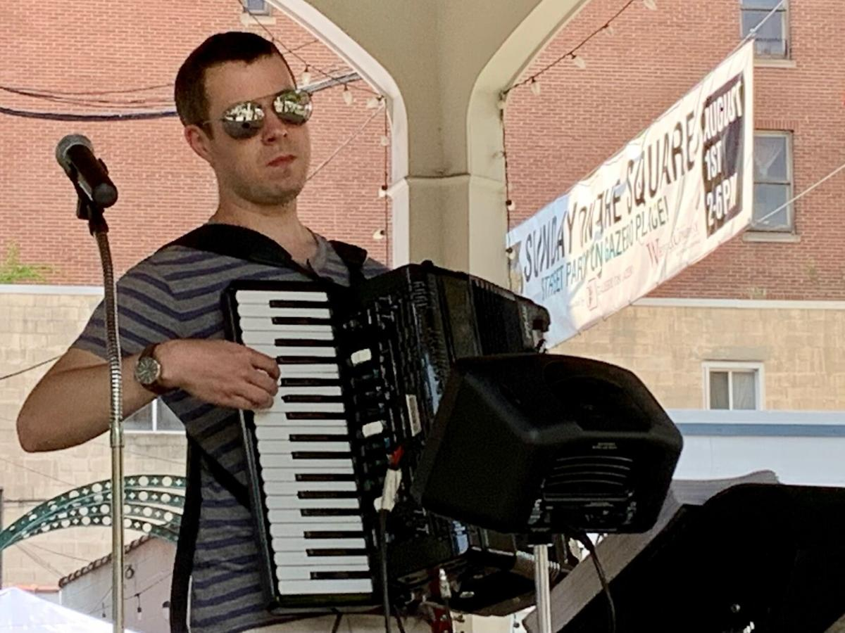 Rock accordion-gly