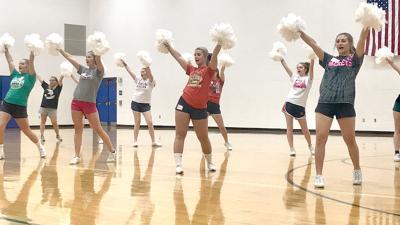 Lantzy cheerleaders