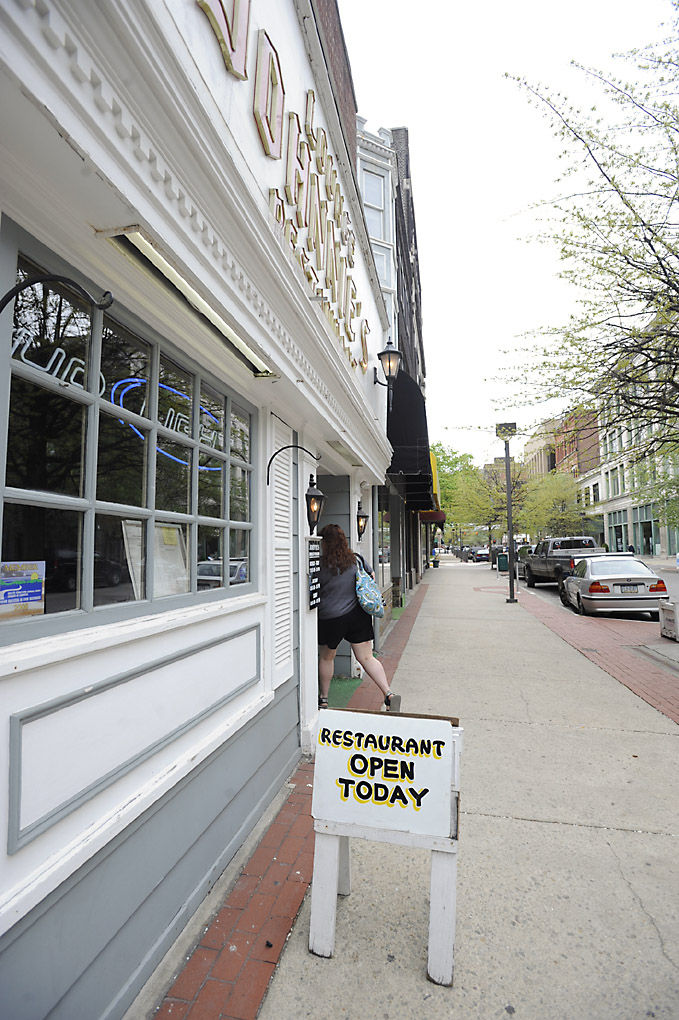 Restaurant Sucbs To Economic Woes