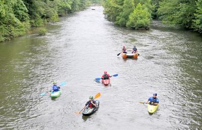 Kayakers enjoying the Stonycreek River