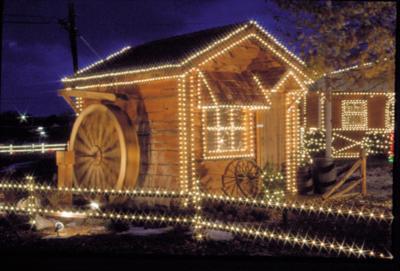 Overlys Christmas Lights.Overly S Lights Add Glow To Christmas Local News Tribdem Com
