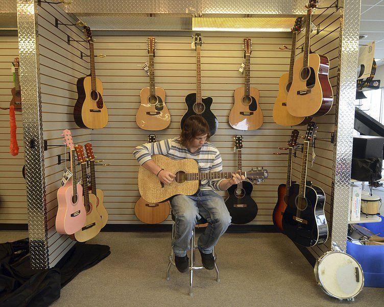 guitar center closing strikes different notes at different stores local news. Black Bedroom Furniture Sets. Home Design Ideas
