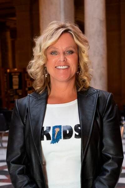 Republican schools chief endorses Democrat for attorney general