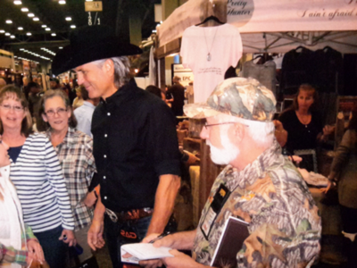 Kenny Bayless Jim Shockey Enjoys Time With Fans Sports Columns Tribstar Com