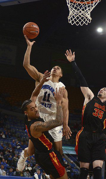 Sycamores wake up, slip past Tritons
