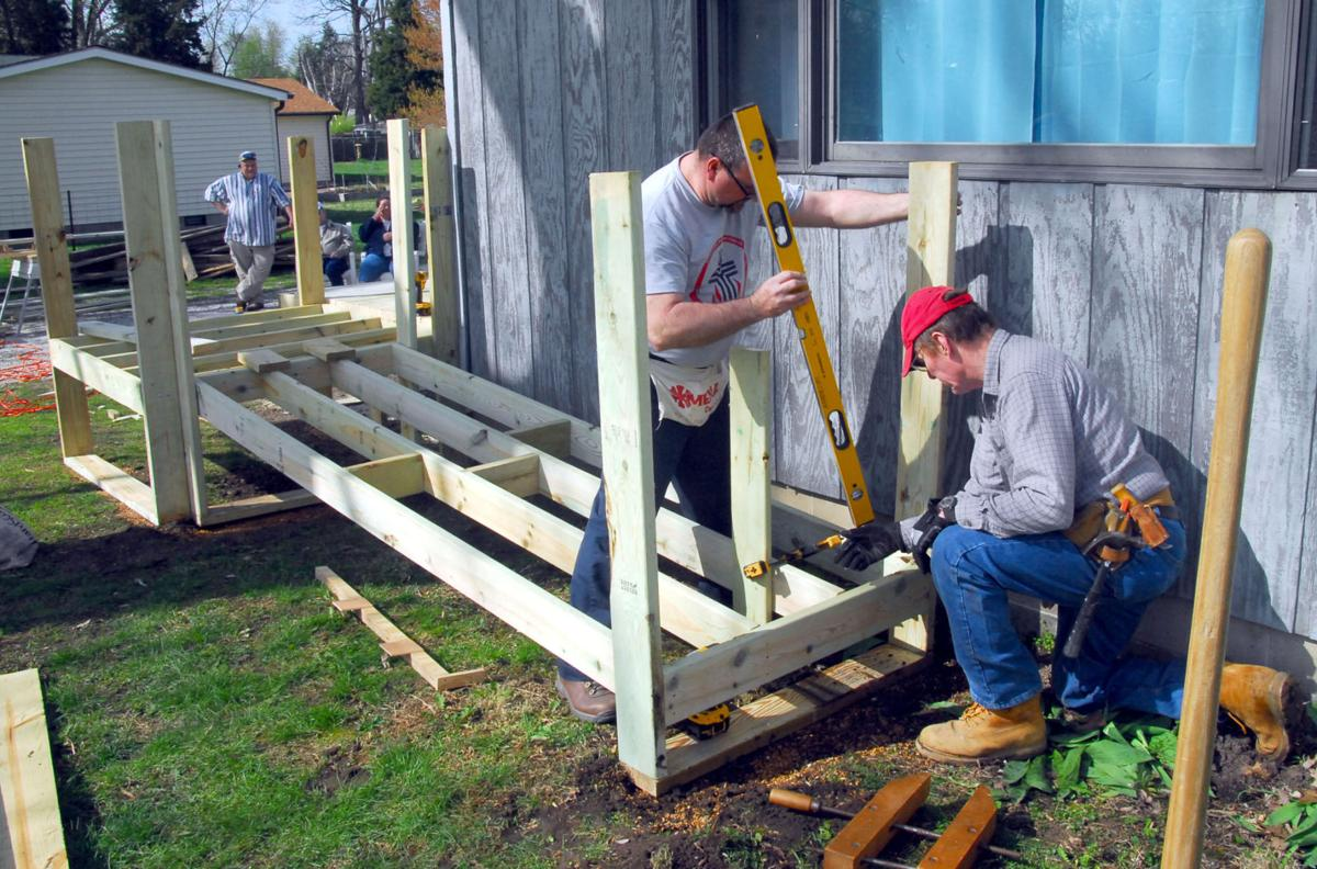 Service group builds deck, ramp for Terre Haute man | Local