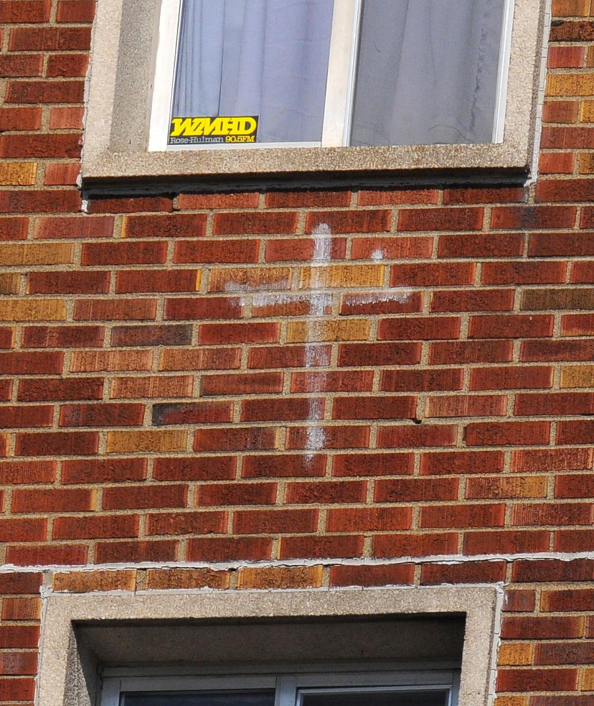 MET042211mcentire cross.jpg
