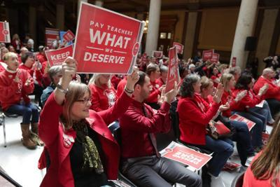 Thousands of teachers to descend on statehouse