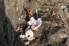 Syringe litter.