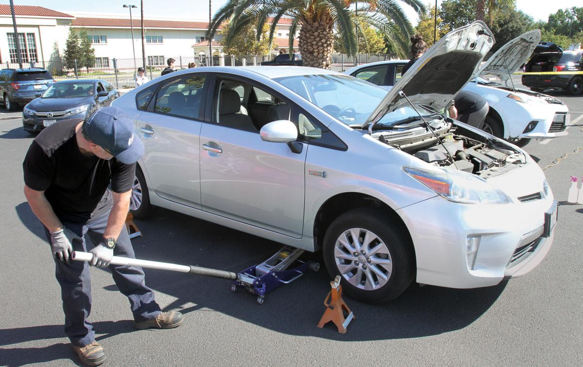 Fighting catalytic converter thefts