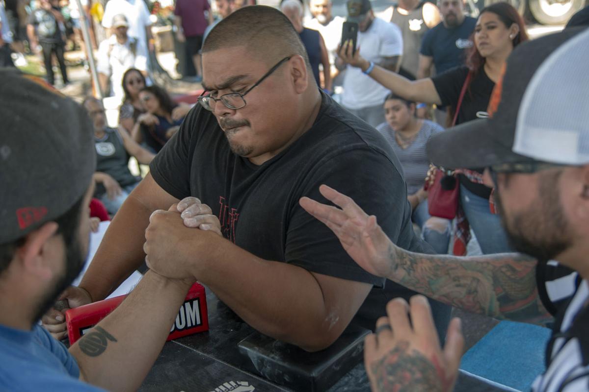 Fiesta arm wrestling