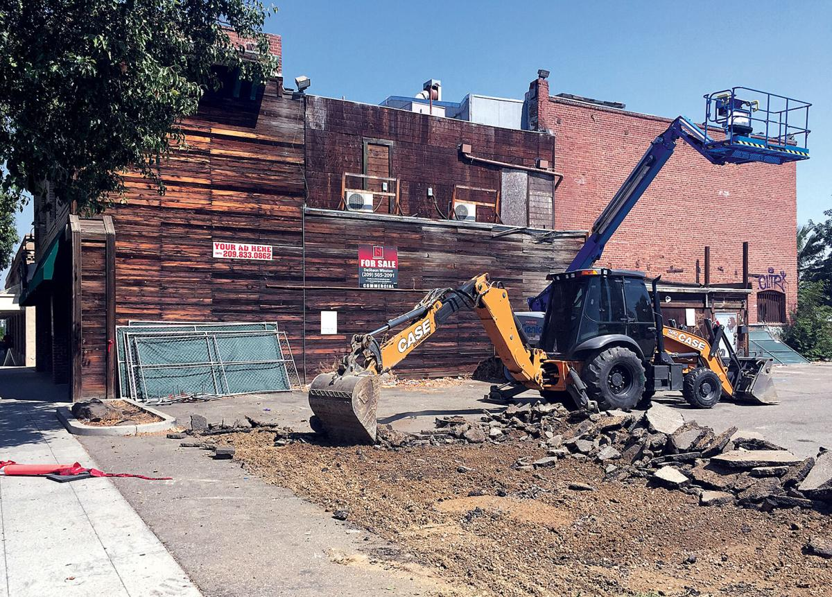 Work resumes on downtown building