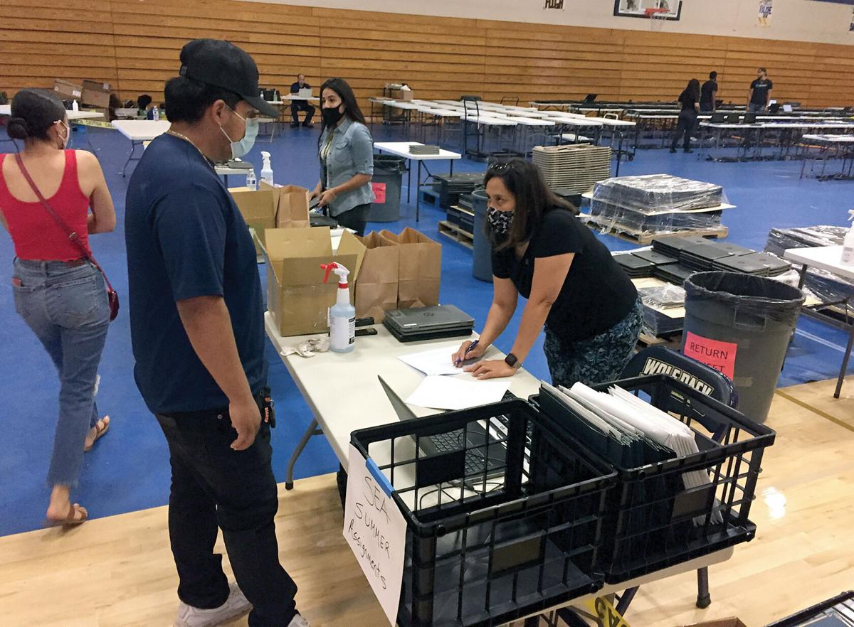 Students pick up computers