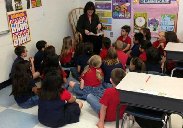 Actress makes appearance at Tucson charter school