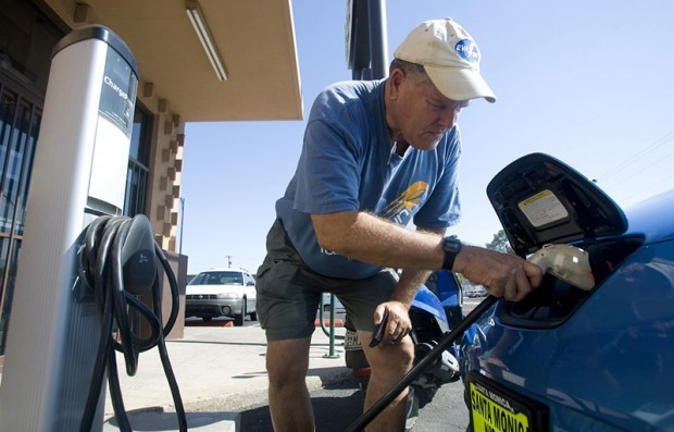 Charged about electric cars, Leaf owner takes a drive from San Diego to Tucson
