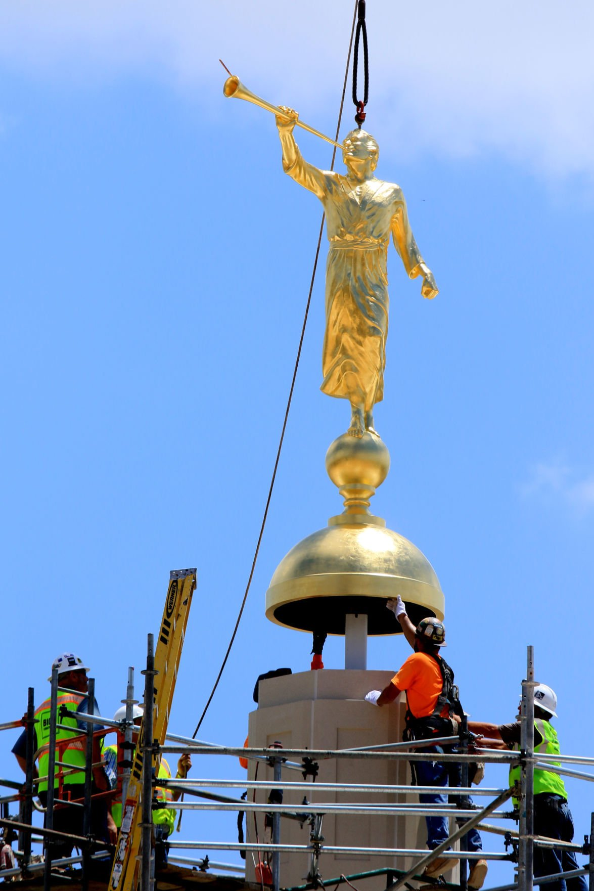 Golden Statue Placed Atop Mormon Temple In Tucson Home Life