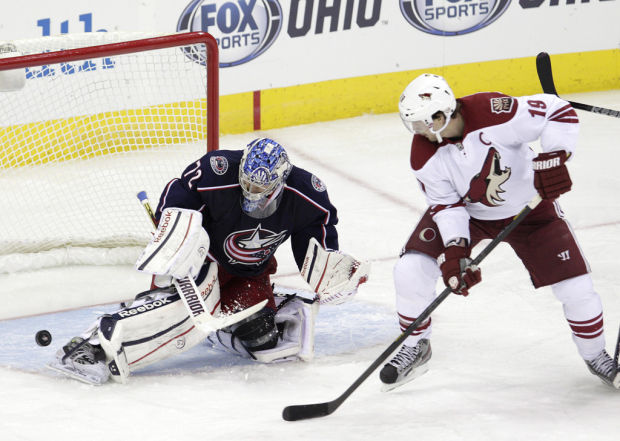 NHL: Columbus' Bobrovsky outlasts Coyotes' Smith in goalie battle