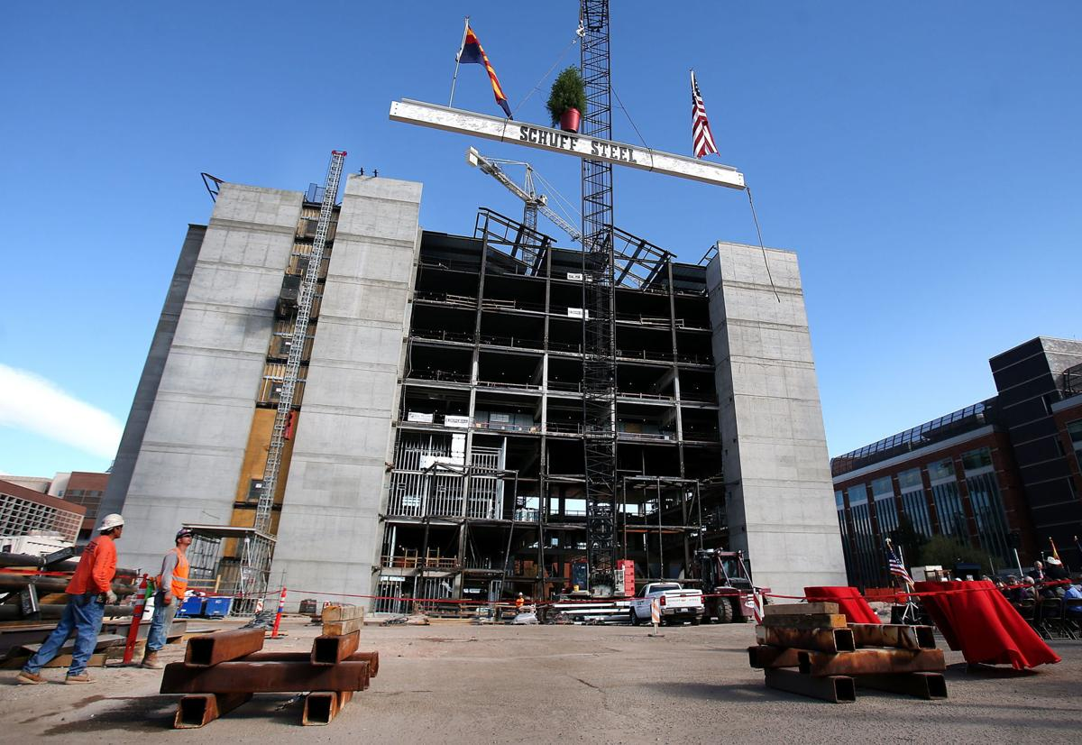 Health Sciences Innovation Building topping-off