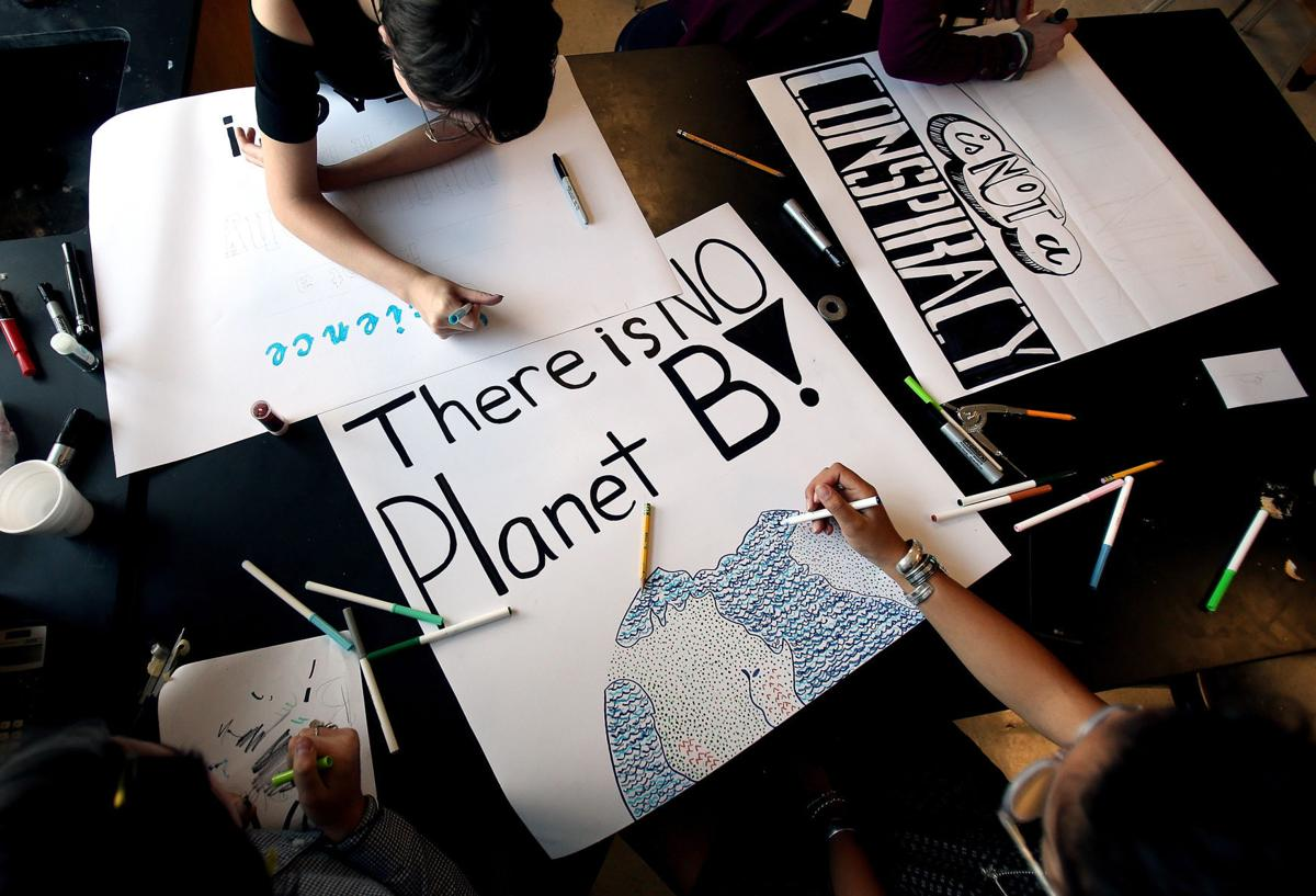 Tucson High students make March for Science signs