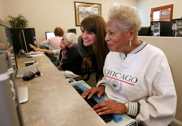 UA students help residents find new online connection