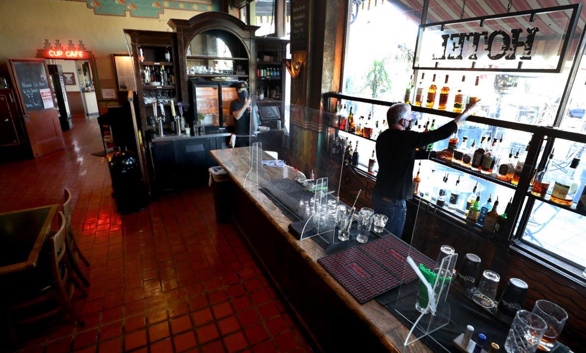 Hotel Congress, Bar