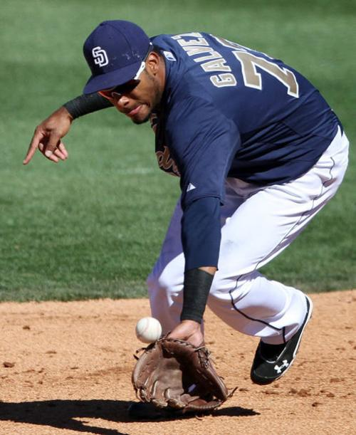 Tucson Padres: Galvez learns to play 3rd