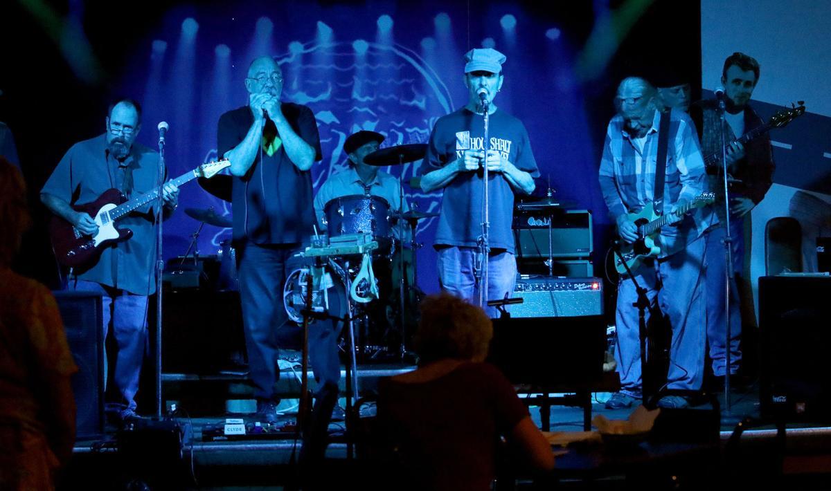 The Deacon makes magic at blues jams   Music   tucson com
