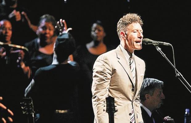 Lovett sets fans to testifying at AVA concert