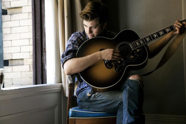 Elliott Smith's guitar energizes Bobby Long