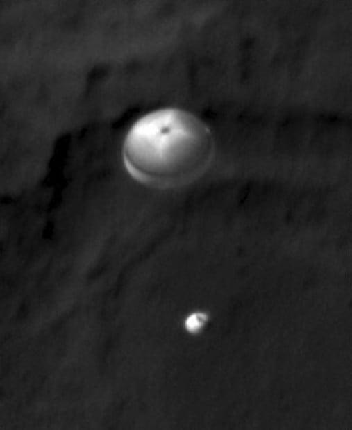 UA-run HiRISE camera snaps parachuting rover of Mars rover as it lands